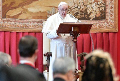 papa-fraternidade-e-esperanca-embaixadores-VaticanMediaviaReuters
